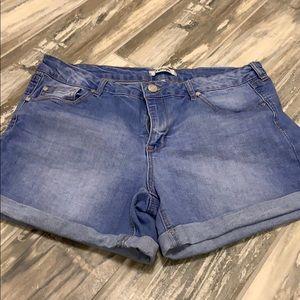 """""""Refuge"""" Jean Shorts"""